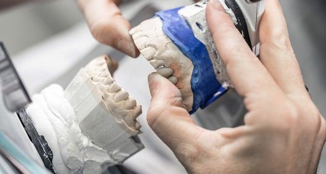 Devenir prothesiste dentaire